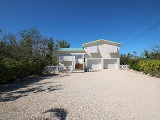 Key Lime Kottage, Waterfront, Secluded and Very Private House