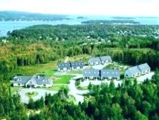 Luxury town home in 5-star resort w/ panoramic water and mountain views, holiday rental in Seal Cove
