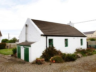 Traditional, petite charming Irish country cottage with beautiful sea views.