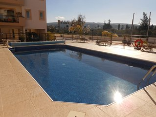 Beautiful 2 Bedroom Apartment with free A/C, WiFi and UK TV, great location