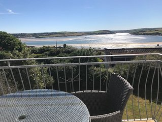 Huge First Floor Apartment - Sleeps 10 With Fabulous Views To Sea
