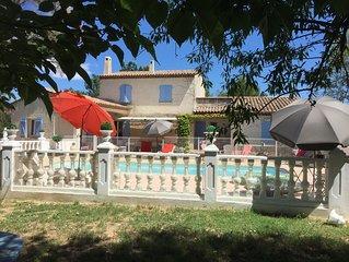 Grande villa provençale spa piscine et jardin entièrement cloturée