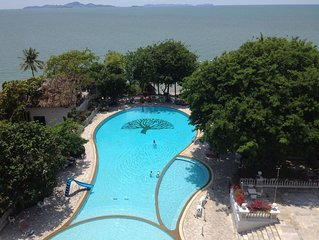 Beautiful Condo on Pattaya Beach Overlooking Pool and Beachfront