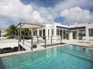 Great Villa For 8 Persons With Breathtaking View To The Ocean.