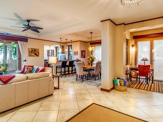 Directly on the Beach, Luxuriously furnished 3Bedroom Condo- close to everything