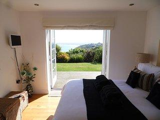 Stunning Seaside Apartment, Super sea views, prestigious elevated location, WiFi