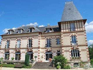 Chateau a 150kms au sud de Paris pour 24 personnes
