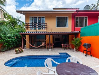 Cozy home with Private Pool and safe parking - walking distance to the beach