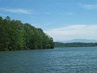 Lazy Lake Secluded Chalet 1BR 1 BTH *LAKEFRONT* Tram WIFI