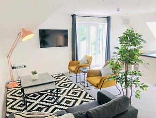 Opulent Luxe Large Penthouse Loft (Central)