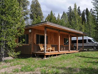 Mini-Moose Cabin-Best Value & 7 Miles to Yellowstone Park!
