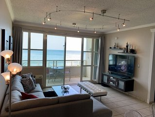 *The Best in the Area* Luxury Beach Front Apartment, Wi-Fi, A/C, Cable TV
