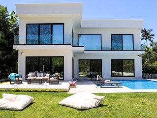 Modern Luxury BRAND NEW Villa Retreat!