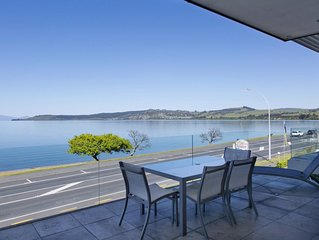 Luxury On The Lakefront - The ultimate Taupo Apartment