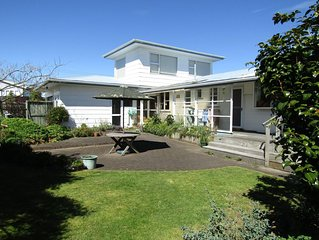 Tamamutu Central - Spacious & central home with beautiful surroundings.