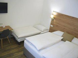 Standard Dreibett Zimmer (Kinder unter 12 Jahre) - Hotel Kronenhirsch