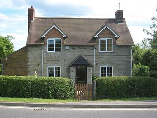 Macbeth Cottage - Sleeps up to 7 - Private Garden with HOT TUB