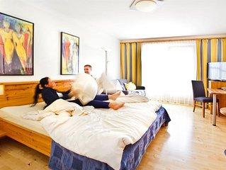 Doppelzimmer mit Couch, Dusche, WC - Binggl, Hotel