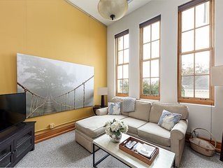 Condo In Historic Building - Close To Downtown/Bay/Shopping/Restaurants/Shops