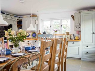 Barnsley Cottage is a large and stylish grade II listed Cotswold stone property,