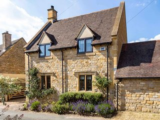 avender Cottage is a stunning Cotswold stone property located in the heart of St
