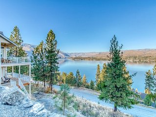 New listing! 4 bedroom suite w/ hot tub, lake views & near the state park!