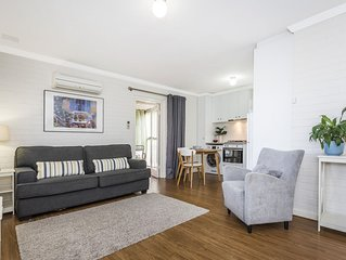 Stylish one bedroom apartment with courtyard.