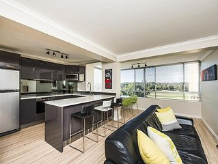 Stylish two bedroom apartment with penthouse views to the city,