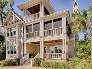 Comfortable Extravagance in Palmetto Bluff; Combine Luxury with Golf Access.