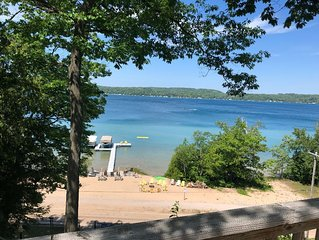 DON'T WAIT! LIMITED OPENINGS FOR PRIVATE LAKE RETREAT-Sleeps 20!