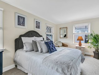 Beautiful Well Design Condo in Bay Head on 1st Floor with outside seating area