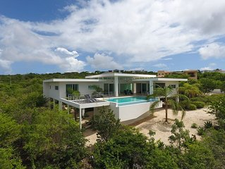 Villa Serendipity - Sophisticated vacation villa with pool and breathtaking view