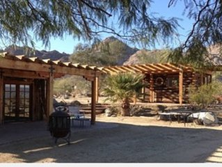 Desert Jewel Cabin with Spectacular View /5 minutes from Palm Desert!