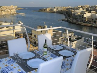 Spacious, stylish & modern 2 bedroom apartment, terrace with stunning sea view