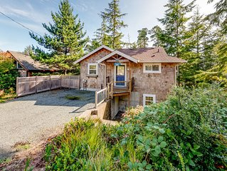 Great Family Beach House! Blocks to town and 1/2 mile to beach.