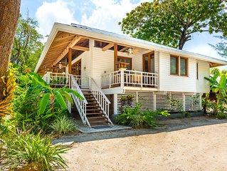 Little beach house by the Sea - Roatan Island!