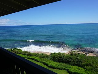 Oceanfront Top Floor Luxury Condo for 2 - Wailua Bay View 306