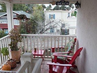 Second story studio 1 1/2 blocks to beach