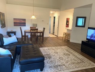 1 BR Condo 10 Minutes From The Strip! New flooring, counter tops Oct 2019