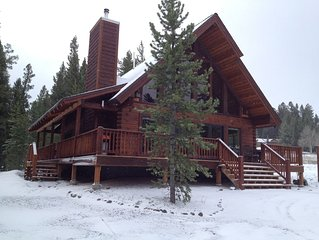 Mountain View Lodge - New, 5-Star Rated Log Home, 7 Mi to the Park!