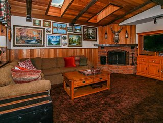 Moonridge Cottage Ultra Relaxing Central Chalet / Hot Tub / Essentials Included
