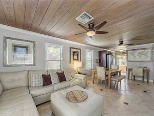 #113 Surf Song Resort: 2 BR / 1 BA cottage in Madeira Beach, Sleeps 6