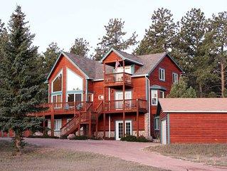 Beautiful Family Mountain Cabin,  Sleeps 8,  Views,  Hot Tub,  WiFi,