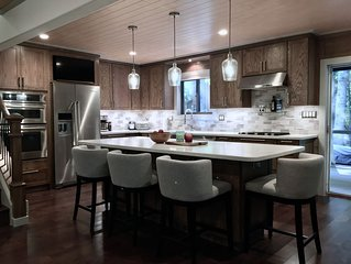 Gourmet Kitchen, 2 Master Suits, Hot Tub And Pool Table