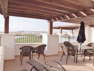 Lovely 3rd Floor Penthouse Apartment, Frontline Golf. Free WIFI.