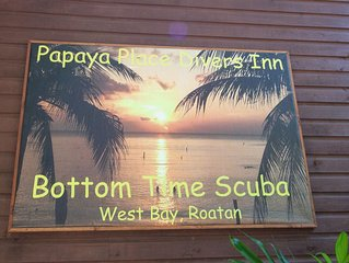 PAPAYA PLACE SCUBA DIVERS Retreat, pool, minutes from beach, PADI dive shop
