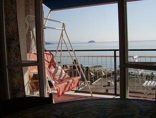 Superbe 2 pièce avec une magnifique vue sur la mer dans petit village de pêcheur
