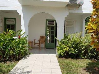 Villa arboree ,2 chambres climatisees, 500 m de la plage du Diamant