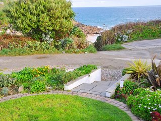 Fabulous 3 Bed Cottage With Private Parking And Garden Overlooking The Beach