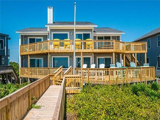 SQUIRRELLY BANANA: 4 BR / 3 BA oceanfront in Topsail Beach, Sleeps 8
